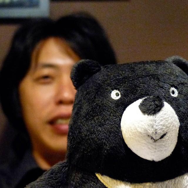Taiwanese democracy activist Chang Jiho (張之豪) meets Taiwanese Black Bear…