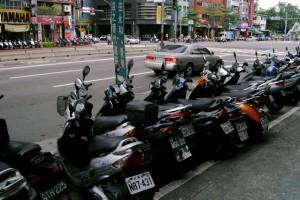 Scooter parken Straßenrand