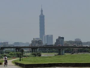 Riverside bike path in Taipei City, with Taipei 101