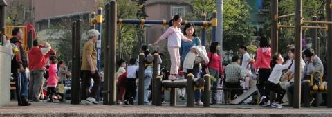 Kinder auf Spielplatz in Taiwan