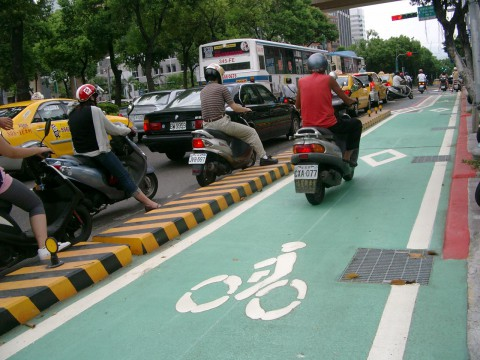 Scooter on the Taipei Dunhua Road bike lane