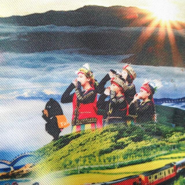 Like it! Very #Taiwanese headrest covers on the trains. #heyformosanbear