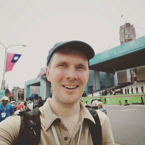 Selfie vor der Bühne am Präsidentenpalast in Taipeh