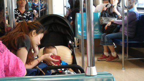 Baby und Smartphone
